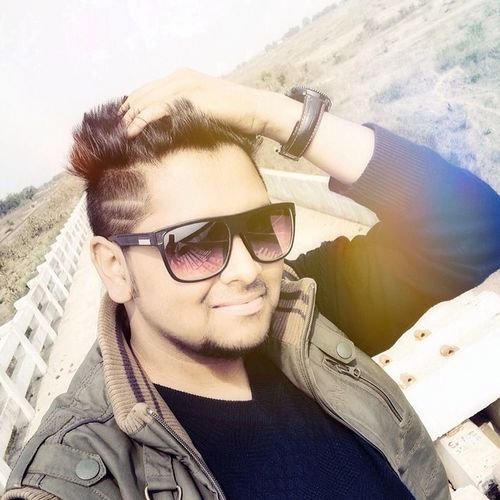 """""""Attitude makes the difference, but the kind of (positive/negative) makes u popular"""", always have a positive attitude towards your approach!!!!!!! Attitude Style Filter Edits Me Selfie Swag Instaswag Instacool Hairstyle Instahairs NewLook Positive_feeling Long_drive_with_friend Instajabalpur Picoftheday Jabalpur 😘😃😎"""