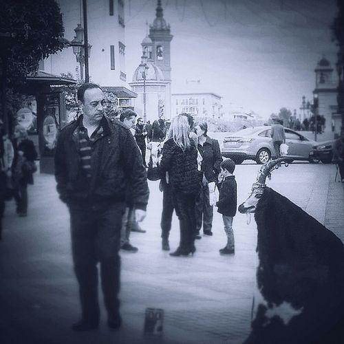 "Buenas tardes. ""Espera y busca siempre lo sorprendente"" #Sevilla #Triana #sevillahoy #fotokuchi FotoDelDia Gf_spain Triana Gf_daily Bwstyles_gf Igerssevilla Asiesandalucia Bwoftheday Street Streetstyles_gf Streetphotography Igersespaña Blackandwhite Fotodeldia_ Sevilla Fotokuchi Bw Streetphoto_bw Sevillahoy Blancoynegro"