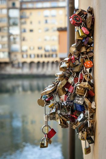 Locked in! Padlock Florence Italy Firenze Ponte Vecchio - Firenze Ponte Vecchio Florence Italy🇮🇹 Italy❤️ Italia Italy Focus On Foreground City Built Structure Travel Destinations No People Outdoors Close-up Water Day Bridge Bridge - Man Made Structure Lock
