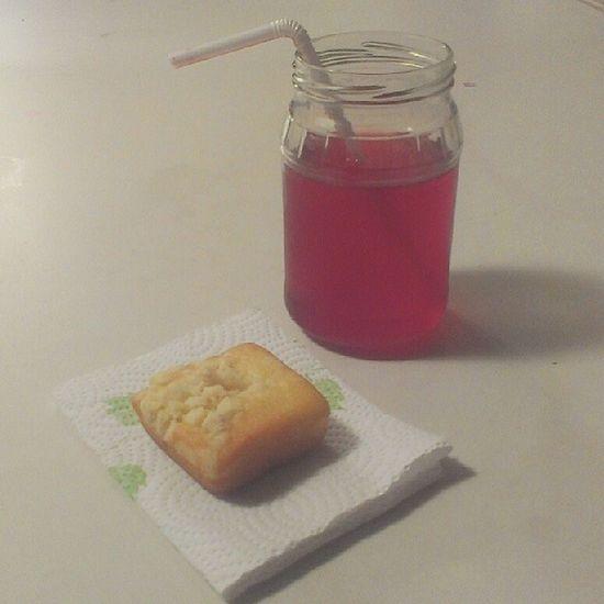 #unwinding with #raspberrylemonade and a little #streuselcake ^_^ Snacks Foodie KAWAII Unwinding Foodporn Foodstagram Raspberrylemonade Streuselcake Kawaiifood Cutefood