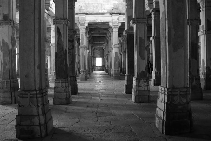 Old mosque architecture Check This Out Hanging Out Architectureporn Architectural Detail Architecturelovers Wandering Around Aimlessly Memorial Day Roamography Lifeontheroad Wanderlust Travelindia Roamingwithfriends Blackandwhite Photography Old Buildings Oldmosque Canon 70d Canonphotography EyeEm Best Shots