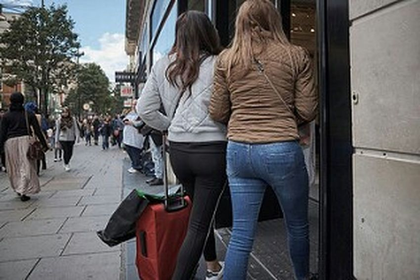 Rear View Casual Clothing Walking City Life Low Angle View Streetphotography Street Photography Street Photo LONDON❤ Streetphoto Fitzrovialitter Londonstreets Urban Life Long Hair Girl Streetlife Jeans Denim Outdoors Candidshot Candid Photography London Calling London London London!!! Londononly Footpath