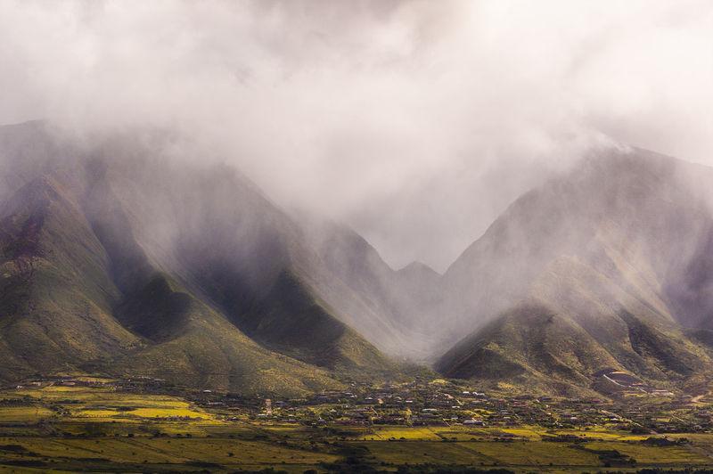 More Misty Green Maui Hawaii Landscape Green Hills Fiields Mist Forest Fog