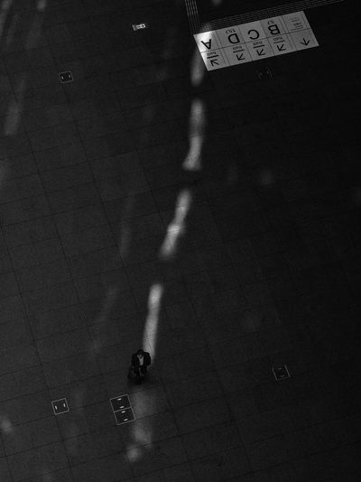 Streetphotography Street Photography Light And Shadow Light In The Darkness Lightandshadow Getting Inspired Blackandwhite Black And White Streetphoto_bw Street Tokyo Streetphotography_bw Business From My Point Of View Tokyo Street Photography Street Life B&w Street Photography
