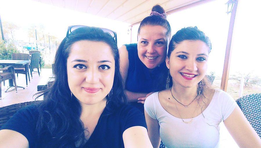 Denize nazır bir kahvaltıdan sonra gülen yüzlerleyiz :) Happyhappyhappy Firends <3 Family❤ Smile