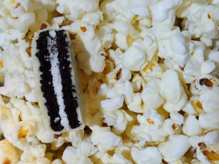 Tasty White Contrast Oreo Popcorns Foodporn Eat Comidas Food Food And Drink No People Ready-to-eat