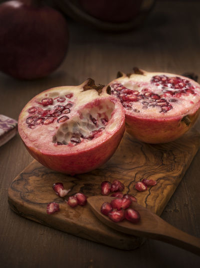 Pomegranate Cores Fruit Halfeti Healthy Eating Indoors  No People Pomegranate Red Sweet Tapletop Wood - Material