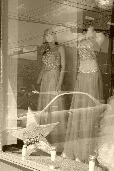 Window fashion show. Day Dress To Impress Dressing Up Fashion Fashion Photography Fashionista Manequin Manequins Window Reflections Window Shopping Windowreflection Windowreflections Discoball