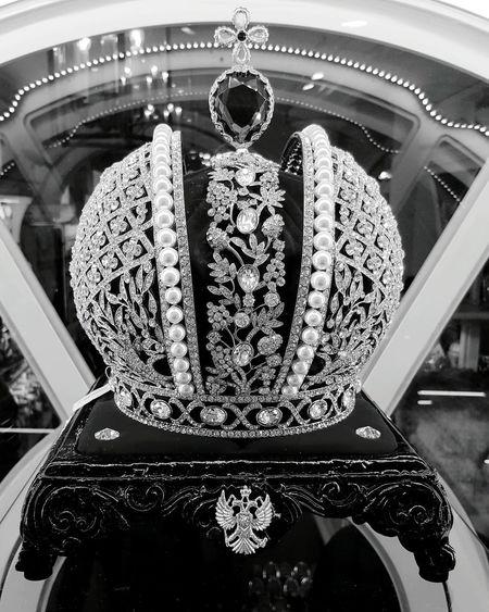 Indoors  No People Close-up Crown Pearls Imperial Crown Russian Russian Imperial Crown Royal Copy Russia St. Petersburg, Russia Peterhof Palace Petergof Peterhof Royalty Black And White Photography Blackandwhite Photography