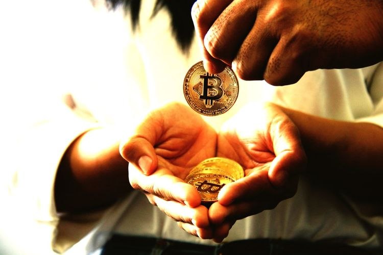 Network Innovation Payment Future Vision Developers Fraud Transaction Peer To Peer Public Open Source Bitcoin Coin Human Hand Currency Human Body Part Holding Savings Gold Colored Finance Gold Wealth Business People Close-up First Eyeem Photo