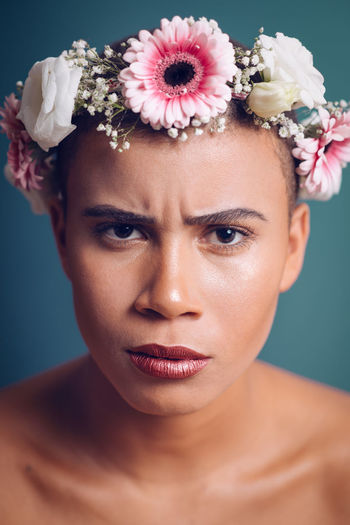 Headshot Portrait Flower One Person Flowering Plant Young Adult Close-up Plant Indoors  Front View Studio Shot Beauty Young Women Beautiful Woman Looking At Camera Lifestyles Looking Beauty In Nature Wearing Flowers Headdress Flower Head Contemplation