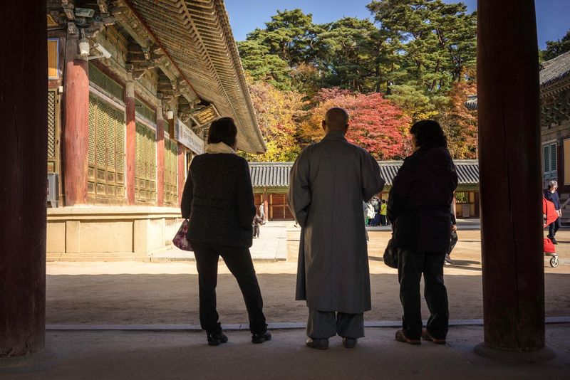 Sony A7r Angusleung Travel Photography EyeEm Best Shots Autumn Leaves Autumn Autumn🍁🍁🍁 부산 Busan Busan Temple Classical Architecture Monks Monk  Shadow People
