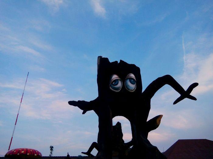 ArtWork Dancing Stone Tree Man