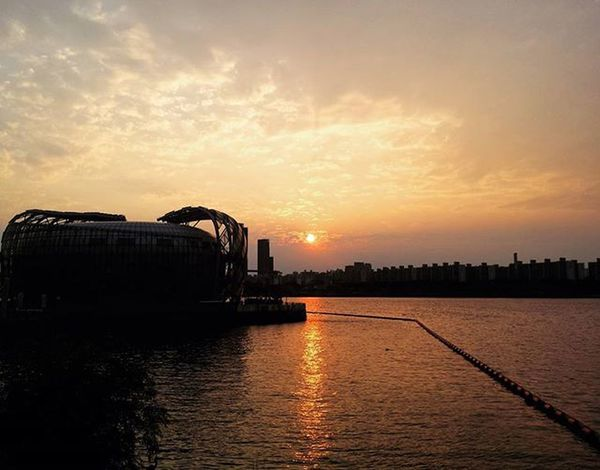 Never give up,because your struggles will result in a great reward. They are just obstacles to make you stronger. Hanriver Korea ASIA Travel Seoul Mytravelgram TBT  Colour Koreanculture Travelgram Picoftheday Colour Bestphoto Southkorea Sunset Orange 한강 서울 한국 여행 여행사진 여행에미치다 여행사진 대한민국 Likes quote instamood instagood