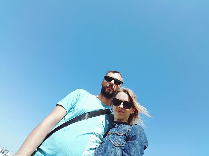 Husband And Wife EyeEm Selects Young Women Clear Sky Photography Themes Friendship Men Women Togetherness Selfie Bonding Smiling Falling In Love Dating Romantic Activity