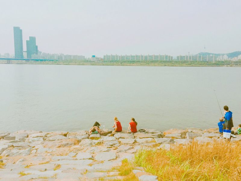 Seoul Hangang River Rest Sunny Day Red And Blue