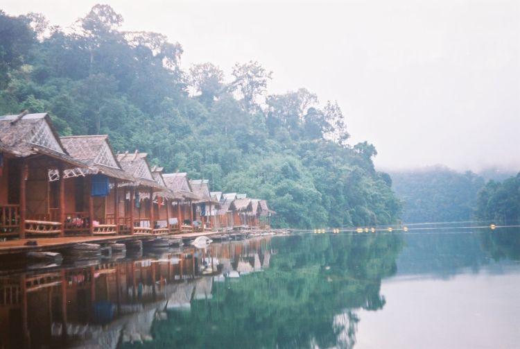 Analogue Analogue Photography Houses Tailandia Thailand Analog Floating House Floating Houses Jungle Jungle House Kao Sok Kao Sok National Park Selva
