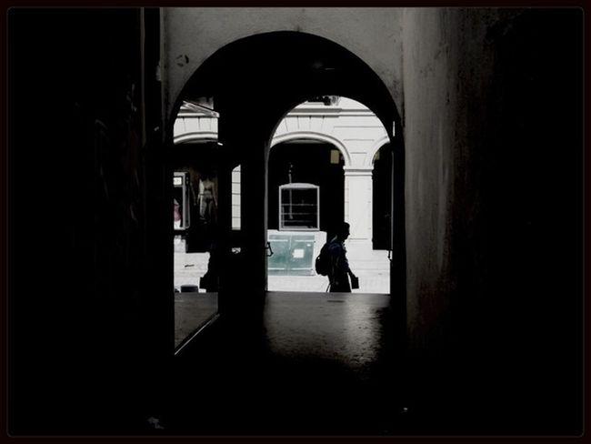 Bern Streetphotography Schattenspiel  Hidden Path
