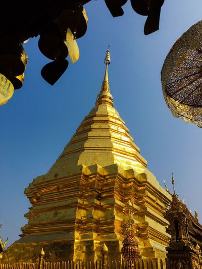 Thailand Temple Religion Spirituality Place Of Worship Pagoda Architecture Gold Colored Built Structure Building Exterior Ancient Travel Destinations Low Angle View Gold History Statue Sky Clear Sky No People Outdoors Sculpture Day