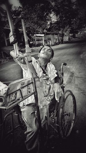 Denny the newspaper man.. Friendly dude, selling newspaper with his custom wheel chair n umbrella.. Old But Awesome Life In Motion Life AndroidPhotography Xiaomimi4i Oldpeople Blackandwhite Blackandwhite Photography Handicap Struggle Struggle For Life HDR Streetphotography Streetphotography Streetphoto_bw Poverty_moments Poverty Xiaomipics Xiaomiphotograph Xiaomiindonesia Xiaomi Xiaomiphotography Newspaper Man Handicap Work