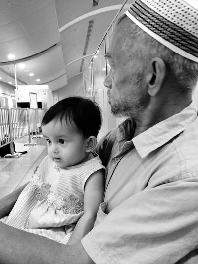 With her Tok Ayah Balik Kampung At The Airport Taking Photos Nikhumaira Cuticutimalaysia