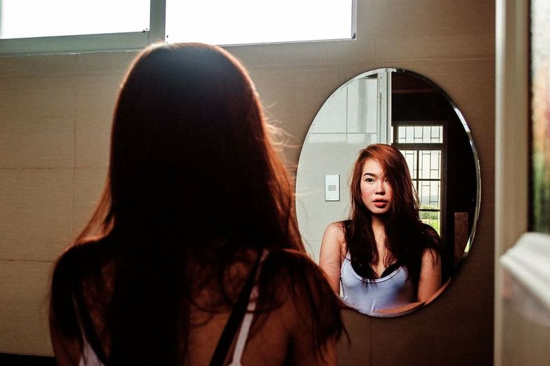 Self Mirror Reflection Light Relaxing Taking Photos That's Me EyeEm Gallery Portrait Portrait Of A Woman The Week Of Eyeem EyeEm Photography EyeEm Best Shots Showcase August 2016 Showcase August Girl