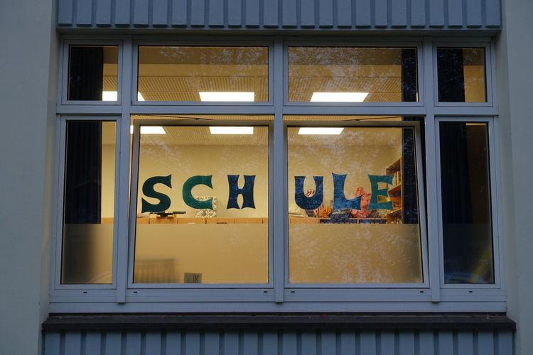 Schule Schule Window Frame Texture City Window Residential Building Architecture Building Exterior Close-up