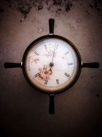 Sous zéro. Temperature Tempelhofer Feld Thermometer No People Time Clock Old-fashioned Close-up Indoors  Roman Numeral