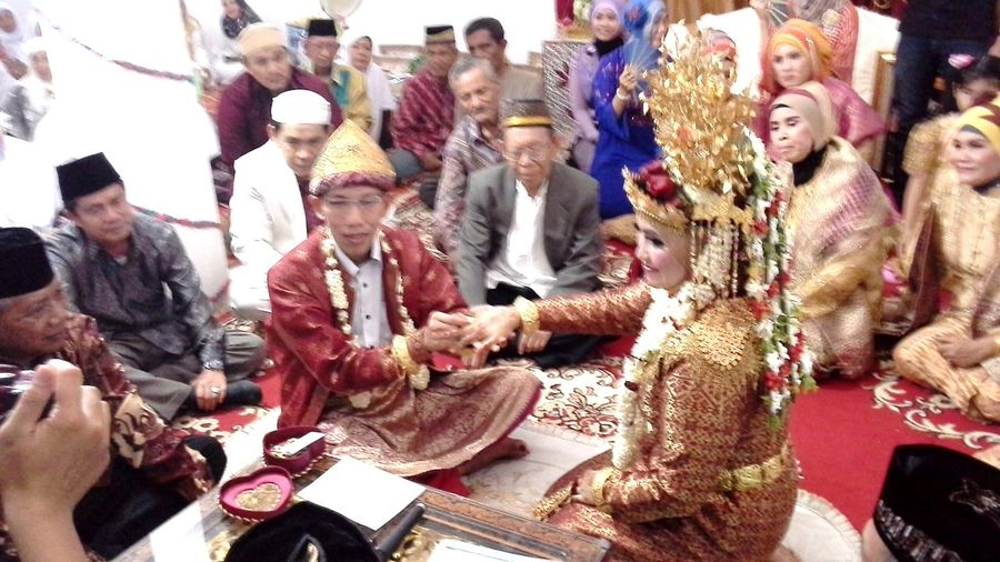 The Human Condition Married Indonesian Culture South Sumatra Culture South Sumatra INDONESIA Happiness Handsome Man And Pretty Woman City Of Palembang