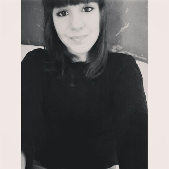 Selfie ✌ Blackandwhite Portrait Amoureuse Photo Girl Love Just Smile  Me EyeEm Vacances