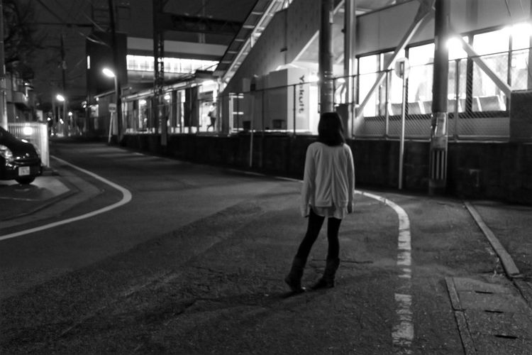 Girl One Person Person Night Night Lights Lights And Shadows Light And Shadow Canon Powershot G9X Light In The Darkness Night Photography Nightphotography Nightshot Streetphotography Street Photography Black & White Blackandwhite Black And White Black And White Photography Blackandwhitephotography Black&white Monochrome Monochrome Photography Monochromatic Girl Mydoughter あえての内股ポーズらしい