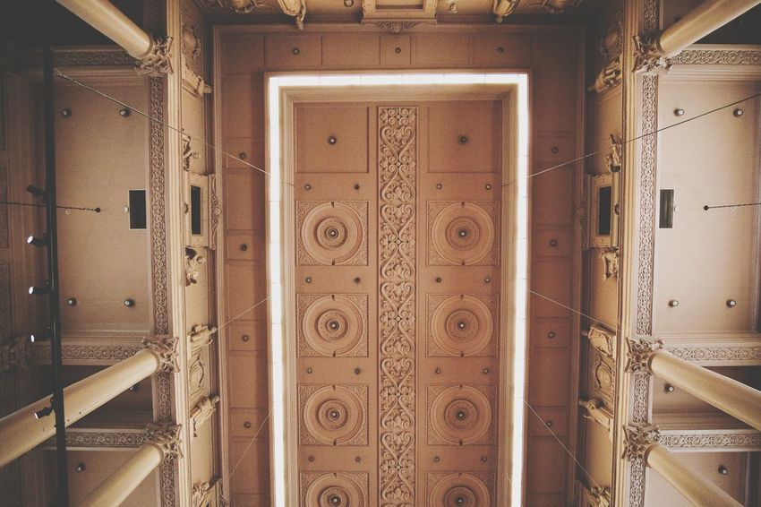 ceiling Ceiling Architecture Old Buildings Art Museum EyeEm Selects Pattern Indoors  Door Architecture No People Backgrounds Full Frame Built Structure Close-up Symmetry Day