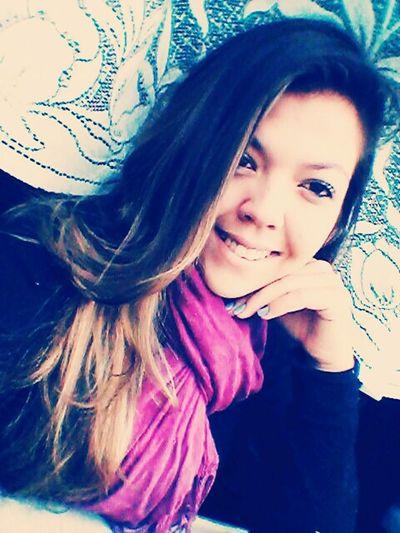 Felicidade é poder sorrir .