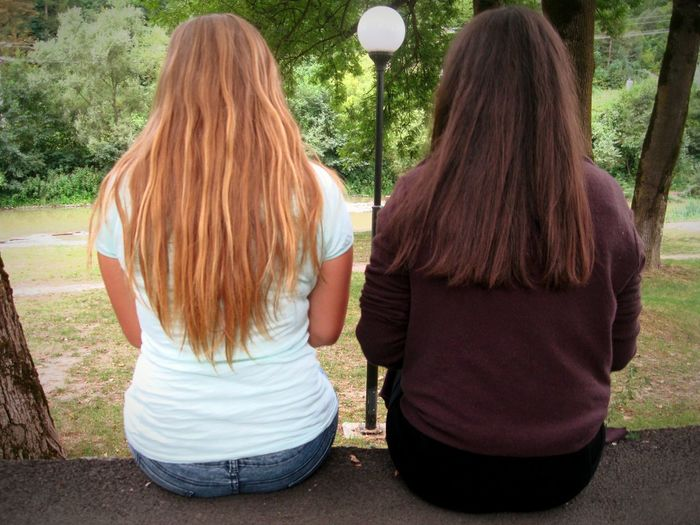 Best Friends ❤ I Love You Girls! 😍💙 Friendship Goals Blonde And Brunette Let Your Hair Down Love ♥ Exploring Nature Contrast Hair Different Models