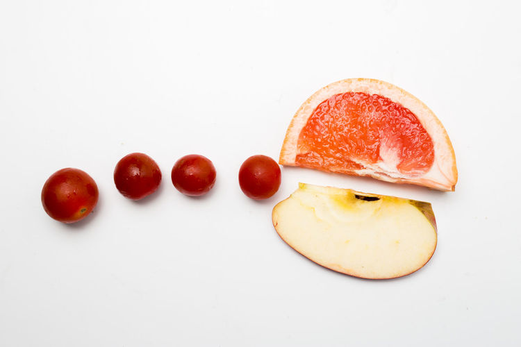 Studio Shot Food Food And Drink White Background Freshness Still Life Red Indoors  Fruit Copy Space Healthy Eating No People Wellbeing Tomato Cut Out Vegetable Close-up High Angle View Ready-to-eat Plate Breakfast Temptation Snack