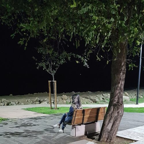 ☘ Tree Adult People Outdoors Sitting Adults Only Day One Man Only One Person Only Men Nature Sky Gece Sahil Kumsal Deniz Bank