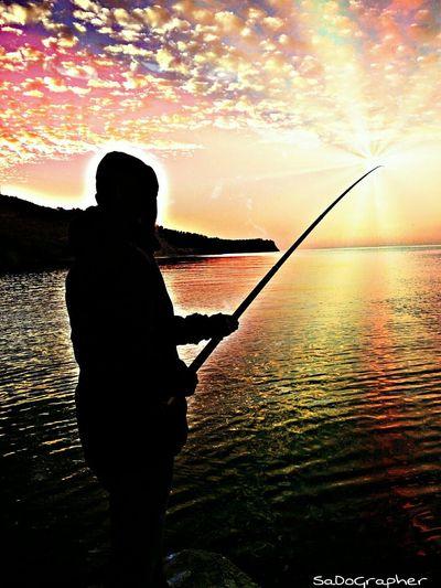 Güneşi yakalamak ? ➡ Followme Sea Sunset Sun Fishing Nature_collection Nature EyeEm Nature Lover Turkey Deniz