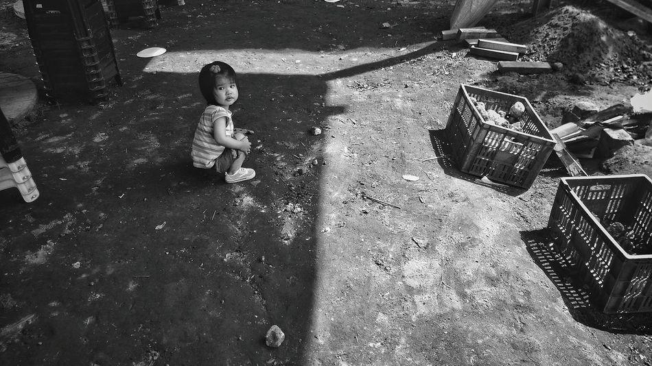 比起我們在尋找什麼,更重要的是我們在逃避什麼。more important than what we are searching for , is what we are avoiding. Faces Of Summer Blackandwhite Darkness And Light Streetphotography AMPt_community REVOLUTION,TO BE ALL THE SAME Childphotography