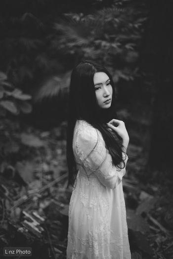 B&W Portrait Photography Chinese Girl Feeling Sick Portrait Taking Photos Portrait Photography 位于 中山大学 Guangzhou, China