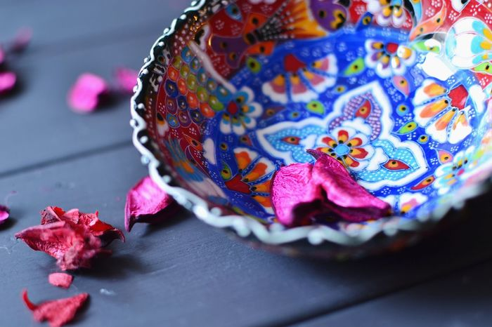 Traditional Turkish ceramic bowl Ceramic Bowl Close-up Day Flower Flower Petals Gray Wooden Background Indoors  Multi Colored No People Traditional Craft Turkish Ceramics Vibrant Colors