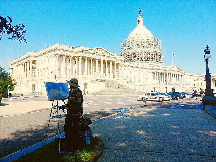 A man drawing the Capitol 🎨💕 Cityscapes Washington Washington, D. C. The Capitol Landscape Traveling Mobilephotography Samsungphotography Note2
