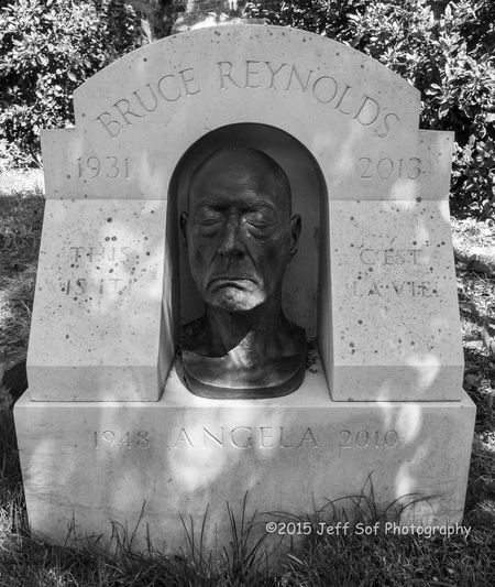 Bruce Reynolds Cemetery Criminal Great Train Robbery Grief Highgate Cemetery Memorial Tombstone Villain