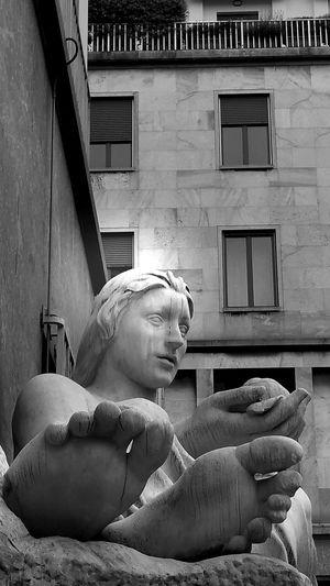 Torino Torino ❤ Torino, Italy Passeggiando Fontana Dora The Street Photographer - 2016 EyeEm Awards Streatphotograpy Blackandwhite Photography Blackandwhitephotography Torinoélamiacittá Italytrip Italy🇮🇹 Italy❤️ Torinodascoprire Italy Italy Holidays From My Point Of View