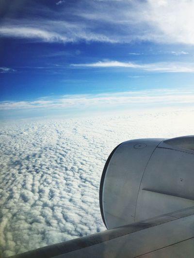 아마 남중국해 어디가서 찍은 하늘사진...