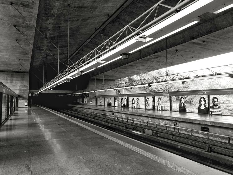 Transportation Rail Transportation Railroad Track Bridge - Man Made Structure Built Structure No People Architecture Indoors  EyeEm Best Shots Smartphonephotography Full Frame MotoZPlay Metro Station Sumare Indoor Photography Black And White Monochrome Photography City The Week On EyeEm