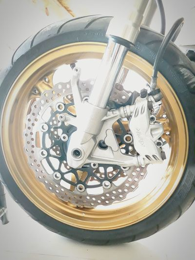 Wheel Z1000 Motocycle Wheel Ride Round Rubber Gold Zinc Fixed Bike Technology Technics Speed Part Of Motorcycle Bigbike Z1000 EyeEmNewHere EyeEm Ready   No People Indoors  White Background Close-up Day