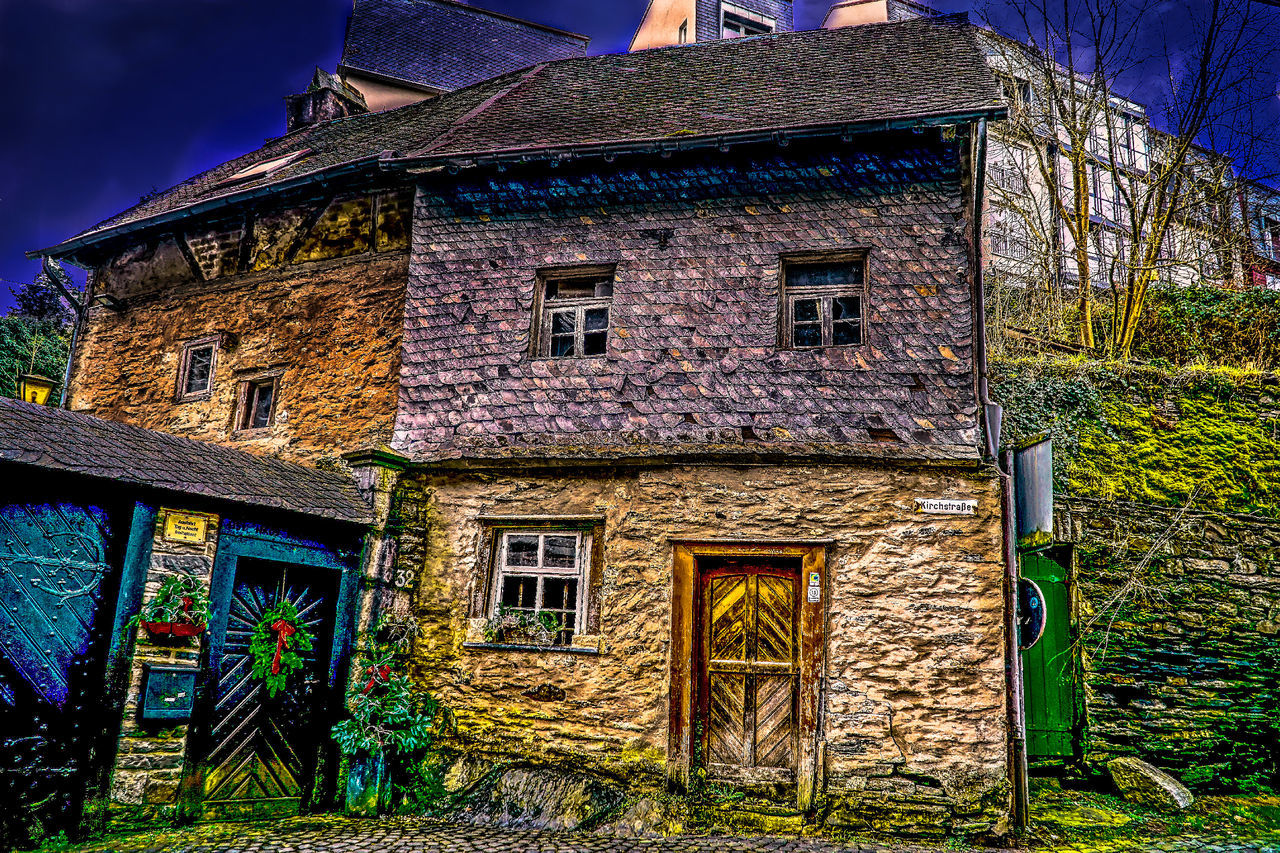 architecture, building exterior, built structure, window, house, door, no people, outdoors, facade, day, sky, grass