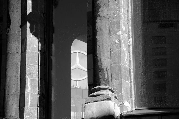 Bnw_friday_eyeemchallenge Mercedes Gedächtniskirche Berliner Ansichten Berlin Mercedesstern Lostplaces Old Buildings Blackandwhite B/w Europacenter Visitberlin Oldwall