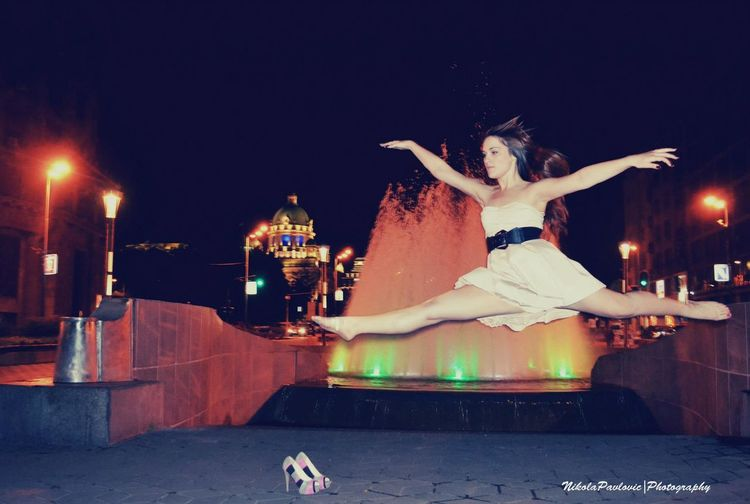 Nightphotography Jumpshot Balerina Belgradestreets