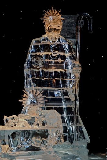 On this hot Florida Day, I am having fond memories of ICE last November... Oh, I wish I could find someplace and enjoy the cold right now... Faylord Palms Florida Life Ice ICE At The Gaylord Palms Ice Sculpture Ice Sculptures November 2015 Orlando Florida The Culture Of The Holidays